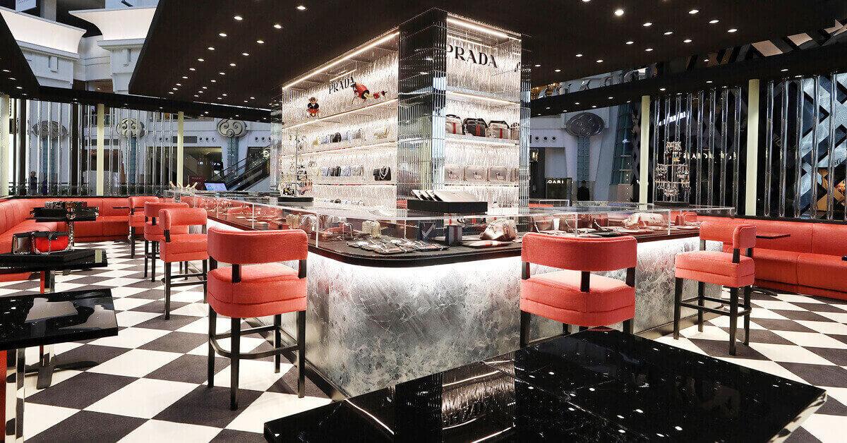 一間很有義大利時髦咖啡廳感的PRADA 台北101限定快閃店!新年期間快來這踩點打卡!