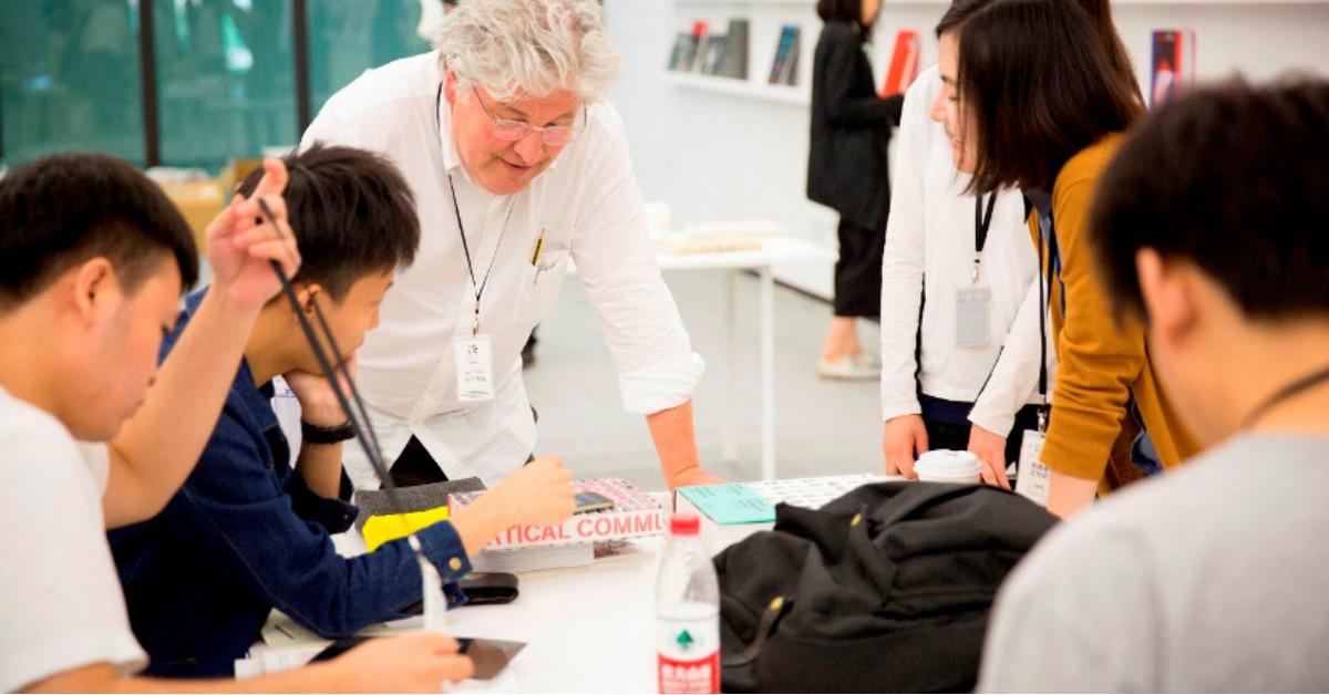 來場「文字撞擊」!國際設計大師Lars Müller登台首展,百件作品展現裝幀設計極致美學