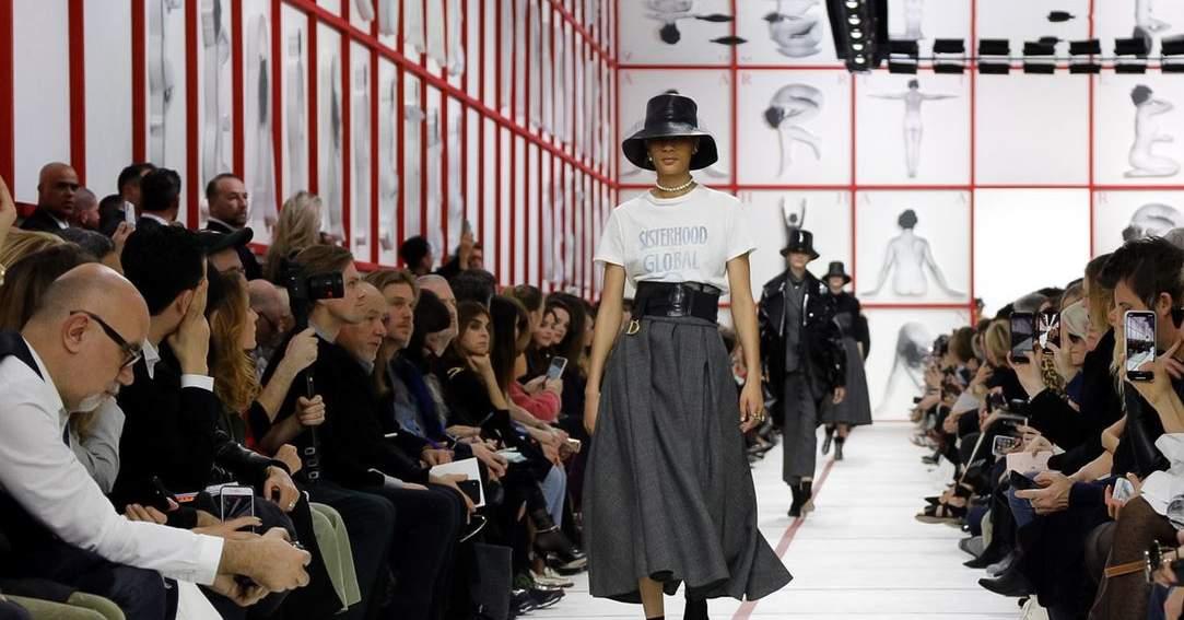 Dior大秀經典馬鞍包Saddle Bag變腰封!連日常漁夫帽也上伸展台
