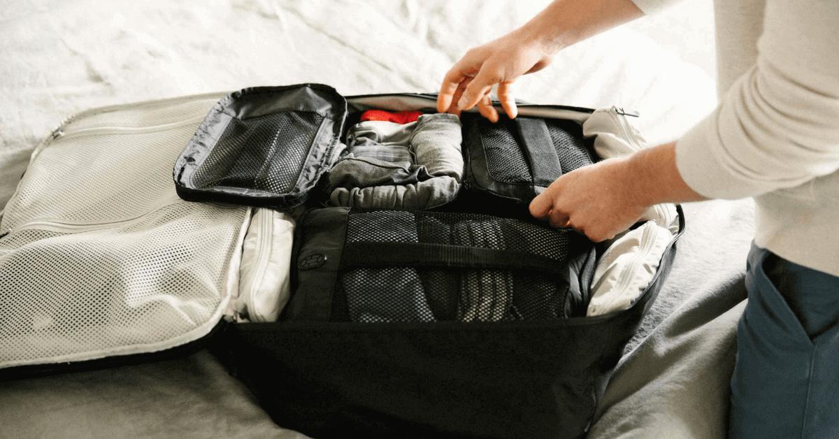 衣服從行李箱拿出來皺皺的? 編輯教妳4個實用打包方法、7個除皺秘訣!