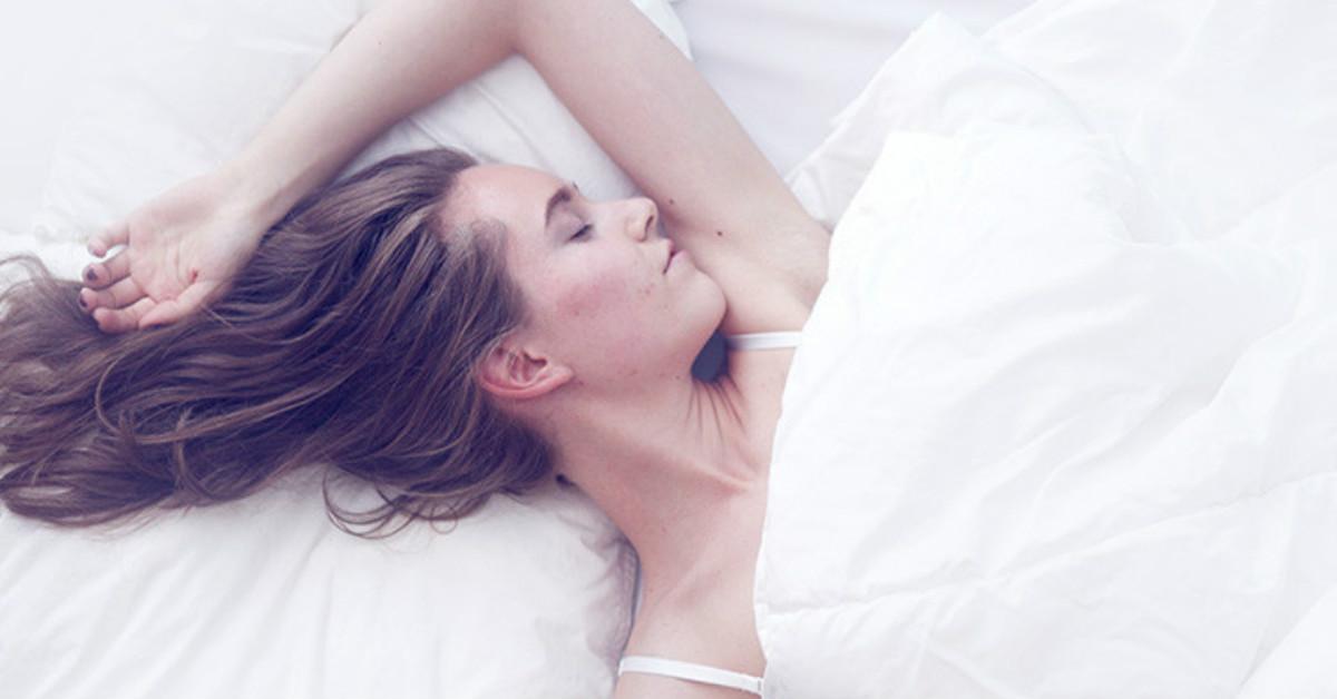 想睡但卻睡不著?千萬別吃安眠藥!你只需要一瓶助眠枕頭噴霧(遞)