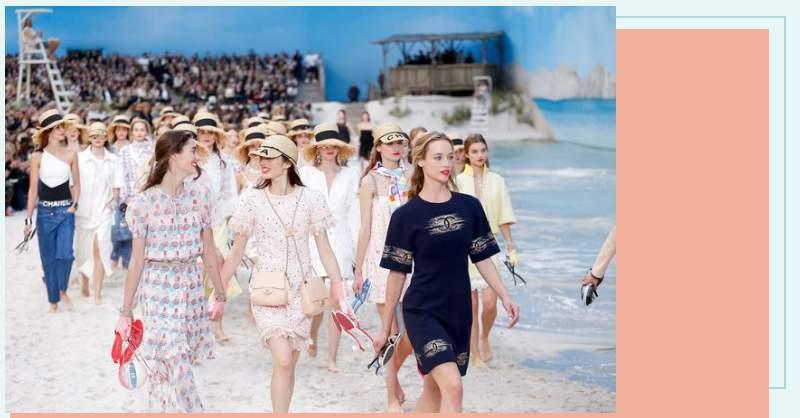 雙包袋、雙帽簷,Chanel 無極限!用巴黎大皇宮裡的一片沙灘預告明年春夏 3 大趨勢!