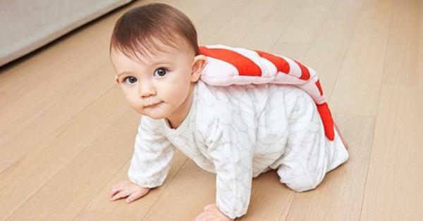 一坨米飯+生魚片在地上爬?日本超夯嬰兒服神還原鮪魚壽司,快買給你家小寶貝穿