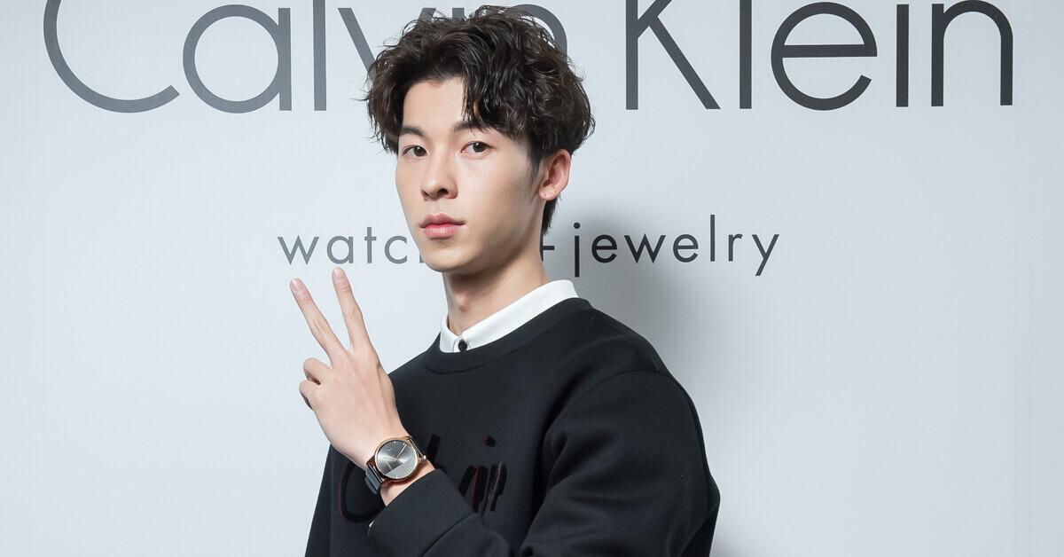 小鮮肉新生代演員許光漢帥氣比YA展示CK新錶!