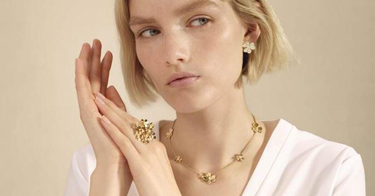 只有梵克雅寶最懂春天之美!推出CP值超高的「FRIVOLE」入門珠寶,5萬即能擁有!