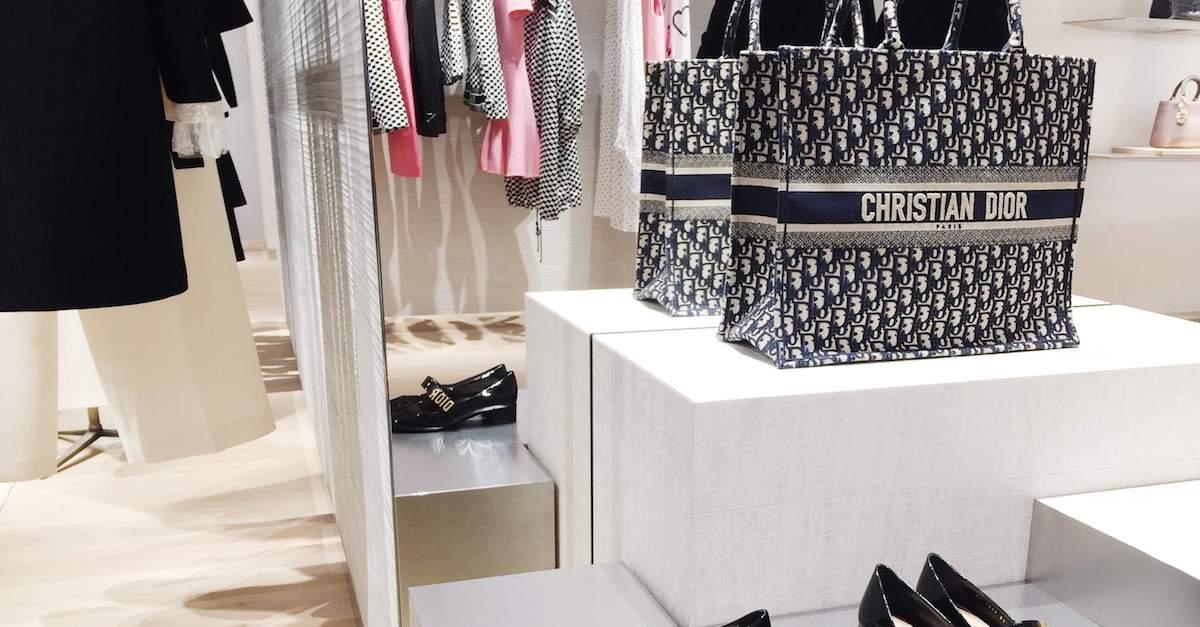 悄悄開幕,Dior 新光三越 A4 門市將18春夏秀上場景搬到櫥窗裡!