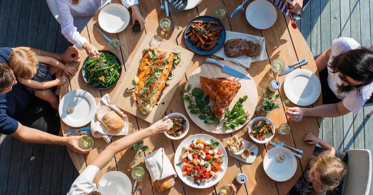 正念飲食4步驟吃得健康又瘦身!「專心吃飯」別再滑手機,「用心感受」20分鐘有助於重建食物關係