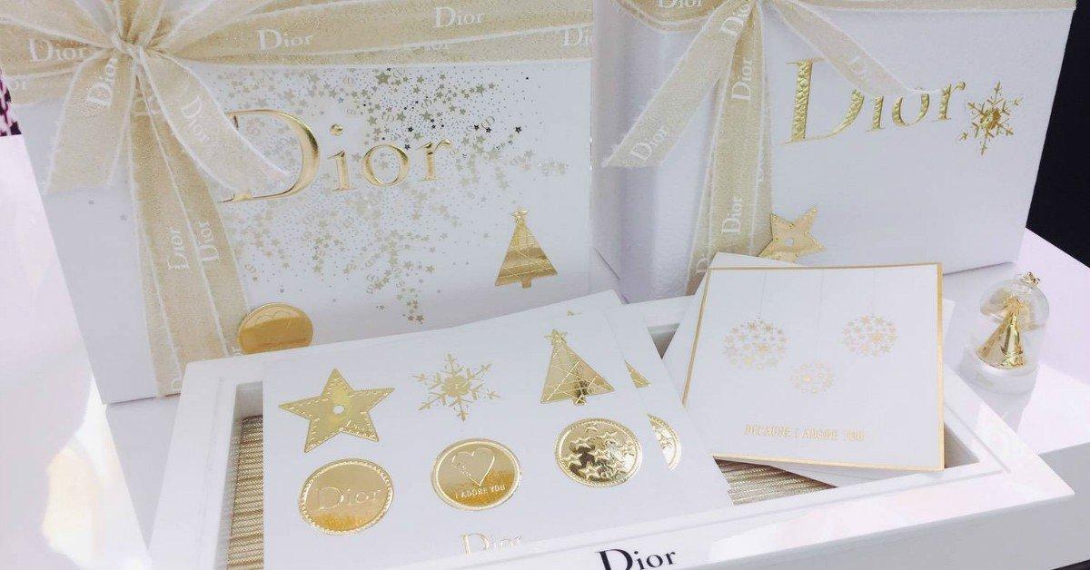 快Tag男友!金蔥緞帶搭配雪花貼紙包裝美呆了,今年的聖誕禮物就是Dior了啦!