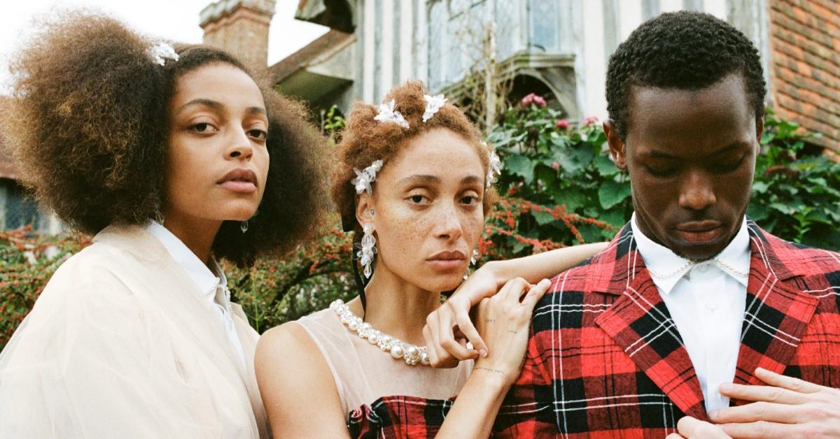 H&M年度聯名開賣!風衣、珍珠羊毛衫…編輯精選Simone Rocha最強5大單品,每人限時15分鐘搶購前必看