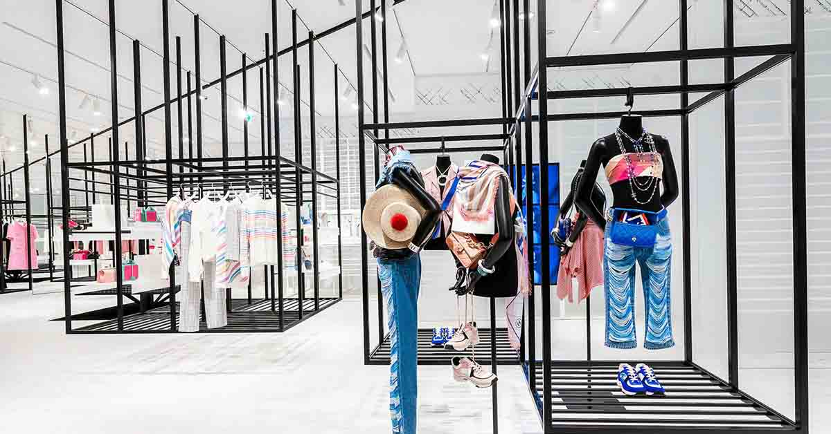 (4) 信義新光A9香奈兒限時概念店獨步全球曝光,從裡到外的裝設,有別於一般百貨中的品牌專賣店。