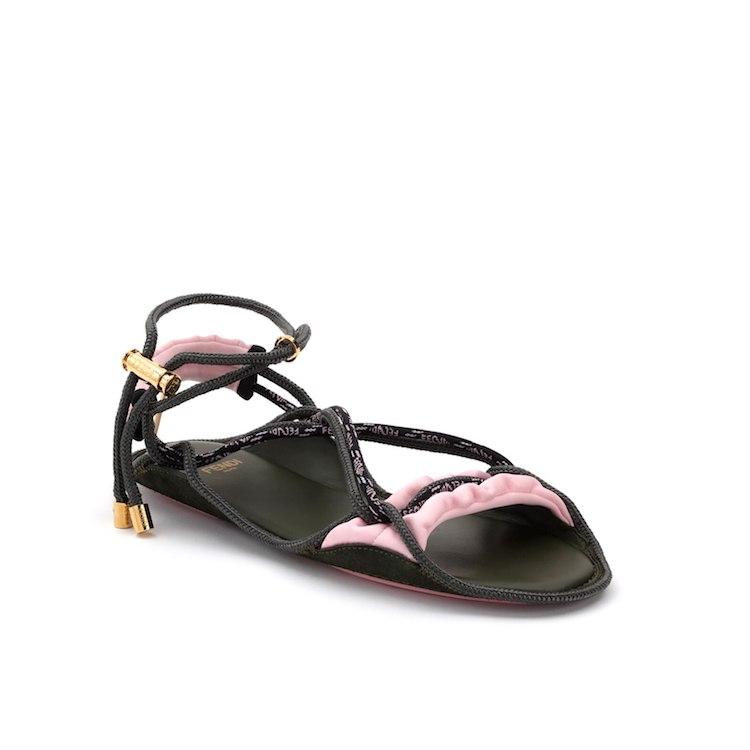 「綁帶涼鞋」推薦Top10!LV、Celine、Gucci、YSL...孫芸芸在家工作穿搭靠Loewe-5