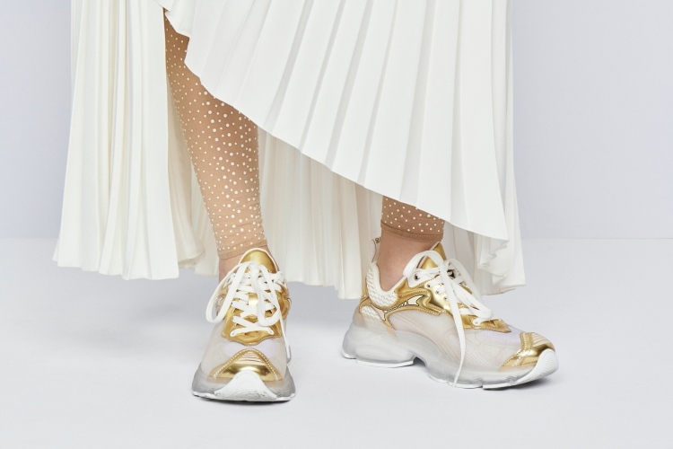 Dior 2022早春10大重點!AirPods耳環3C女孩準備搶,壓軸「天鵝裝」原來暗藏玄機-5