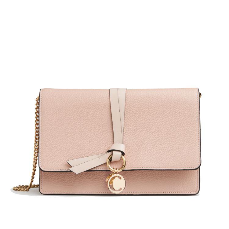 2021「粉色包包」推薦Top25!LV、BV、Celine ... 石英粉、珊瑚粉到櫻花粉紅全都包,Gucci「Diana」準備再掀竹節包風潮-9