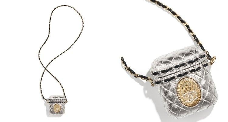 AirPods配件香奈兒加持美翻天!珍珠硬殼耳機收納盒被搶翻,金色鏈帶、小羊皮、水鑽 Logo更閃耀-2