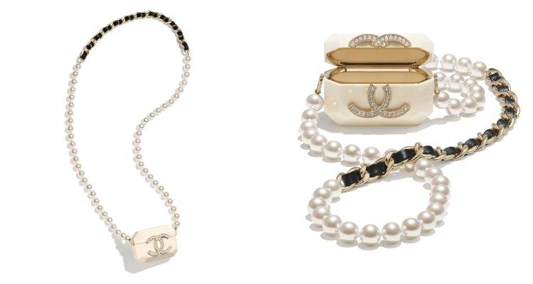 AirPods配件香奈兒加持美翻天!珍珠硬殼耳機收納盒被搶翻,金色鏈帶、小羊皮、水鑽 Logo更閃耀-0
