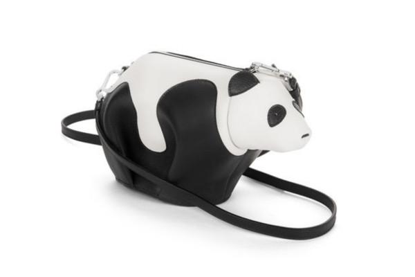 《你是我的榮耀》迪麗熱巴穿搭行頭一次看!女神搶揹Loewe兔子包賣萌,大象、熊貓⋯ 讓你擁有一座時尚動物園-2