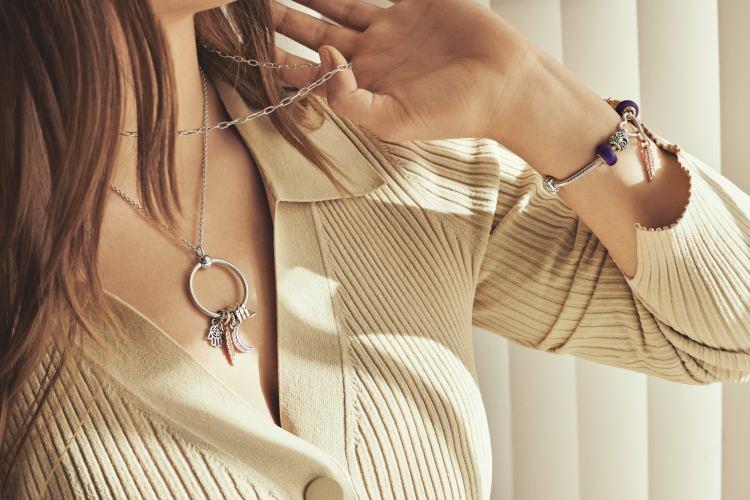 李函穿搭就靠它?「Pandora」全新串飾釦環登場,4大重點酷女孩手刀列為頭號清單-11