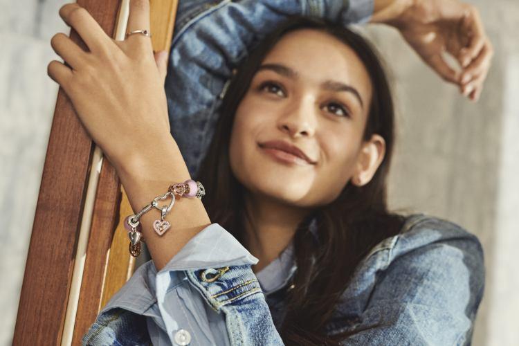 李函穿搭就靠它?「Pandora」全新串飾釦環登場,4大重點酷女孩手刀列為頭號清單-7