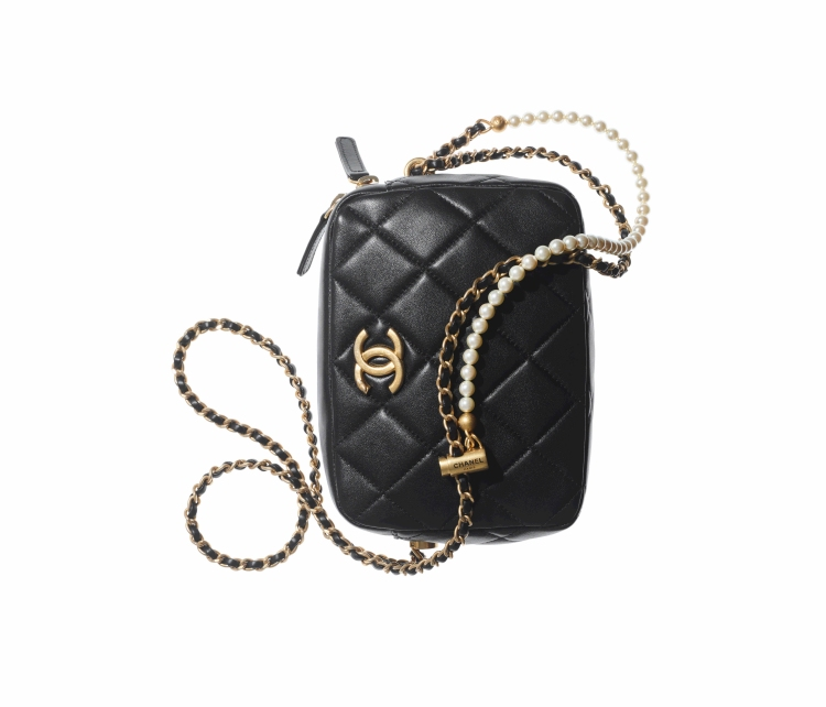 Chanel秋冬購物清單!絨毛小圓包、獨角獸粉11.12全都美翻天!這款「粉餅包」連專櫃小姐都搶著要!-7