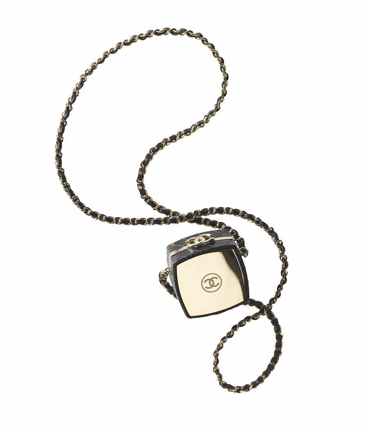Chanel秋冬購物清單!絨毛小圓包、獨角獸粉11.12全都美翻天!這款「粉餅包」連專櫃小姐都搶著要!-8