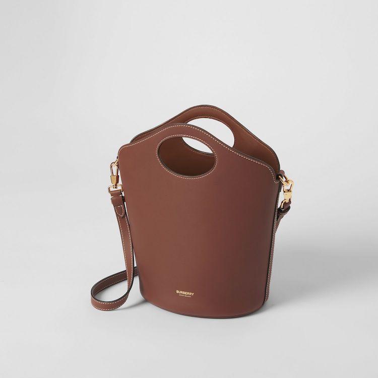 Burberry下一個秒殺款是它!全新「提把水桶包」百搭又時髦,三種款式美到好難選啊!-3