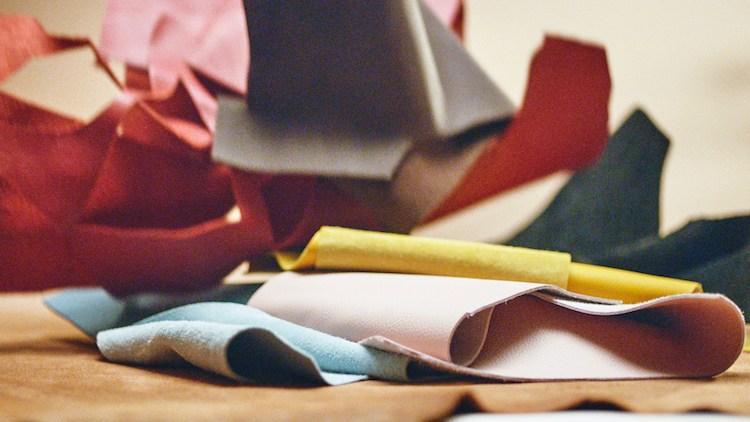 Tod's包包把廢物變黃金!這款「撞色格紋包」真的太吸睛,回收皮革拼接環保又時髦-1