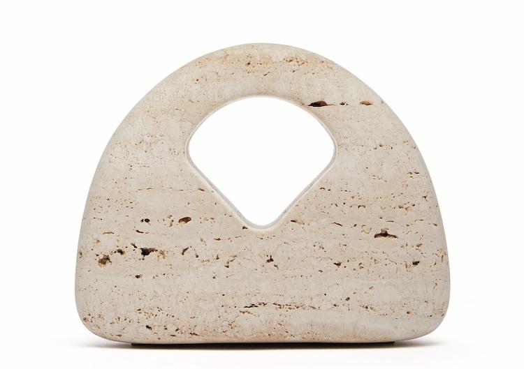 BV「編織包」再出招!三角形、立體雕塑全都美翻!這款「串珠手拿包」突破60萬售價,收藏價值根本直逼愛馬仕啊!-7