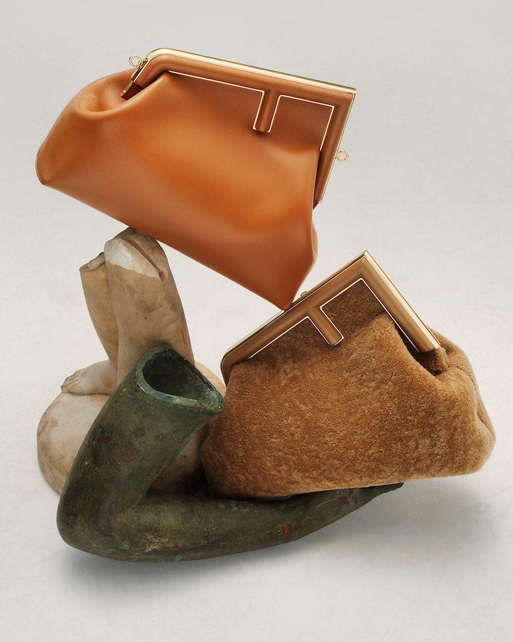 【10Why個為什麼】Fendi的新經典是它!「First」包款用顛倒的F logo攻佔女星衣櫃,這10個設計細節你怎能不知道?-4