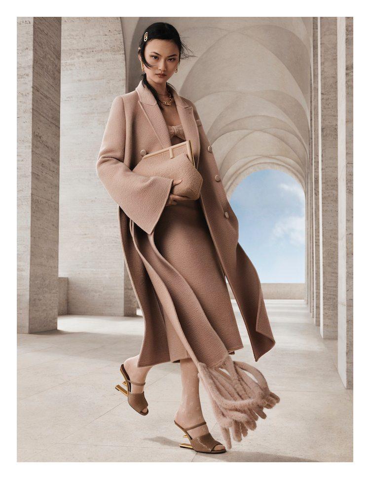 【10Why個為什麼】Fendi的新經典是它!「First」包款用顛倒的F logo攻佔女星衣櫃,這10個設計細節你怎能不知道?-1