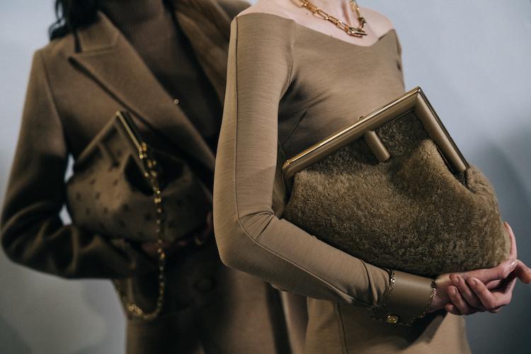 【10Why個為什麼】Fendi的新經典是它!「First」包款用顛倒的F logo攻佔女星衣櫃,這10個設計細節你怎能不知道?-3