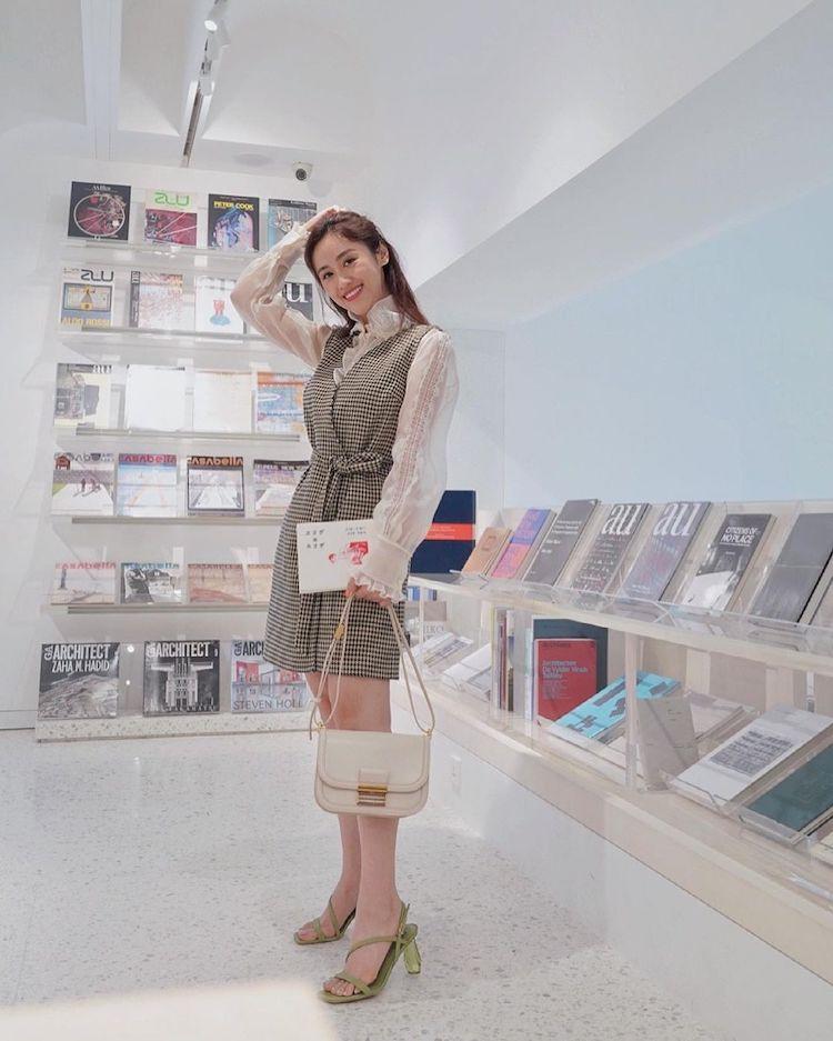 【金鐘56】吳姍儒入圍綜藝節目主持人獎!私下收藏包款也超精彩,BV、Chanel到Loewe全都超經典,這款「肩背小方包」小資女也能收藏-4