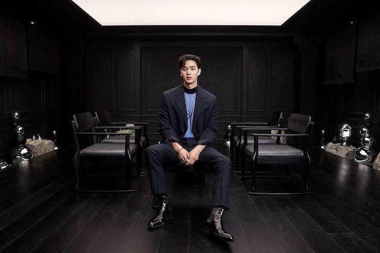 宋江IG帥照一小時狂吸百萬讚!西裝、高領搭配這條「Cartier項鍊」,粉絲跪求同款搶當宋太太-2