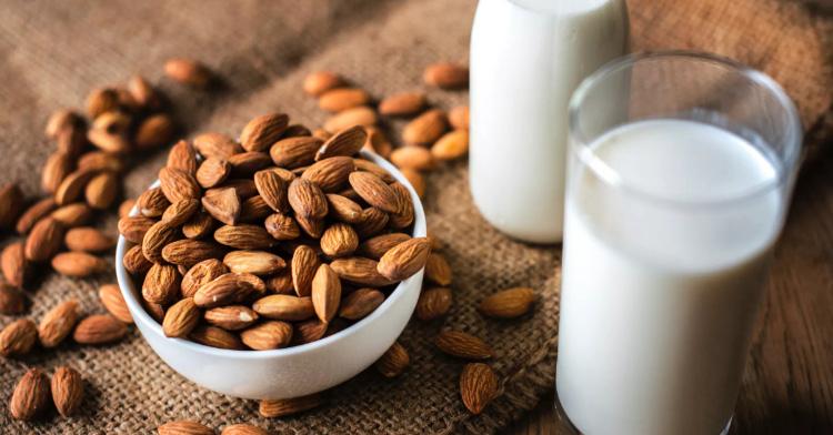 喝牛奶長痘痘怎麼辦?植物奶新趨勢,低脂低碳水好處多,這款最適合「減重族」-3