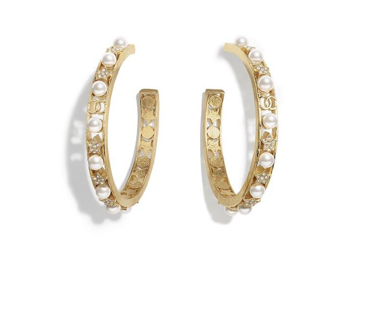 Chanel耳環也斷貨!水滴珍珠、迷你香水、經典Logo,工坊系列珠寶太搶手!-1