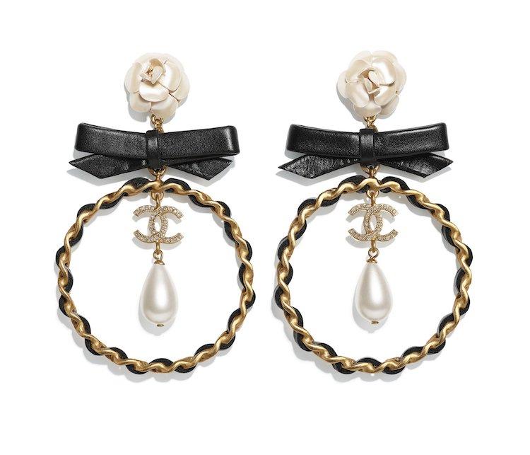 Chanel耳環也斷貨!水滴珍珠、迷你香水、經典Logo,工坊系列珠寶太搶手!-2