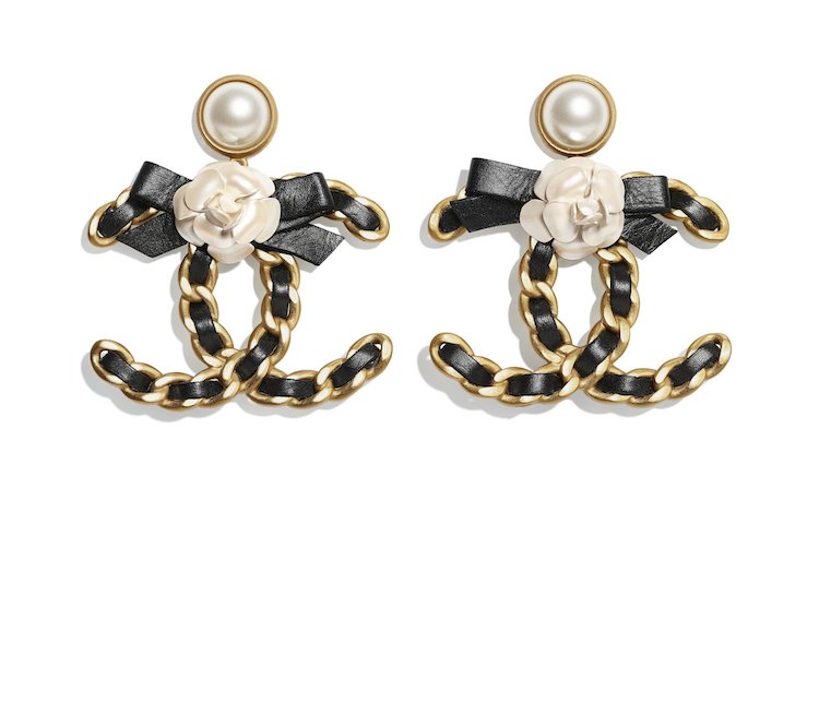 Chanel耳環也斷貨!水滴珍珠、迷你香水、經典Logo,工坊系列珠寶太搶手!-3