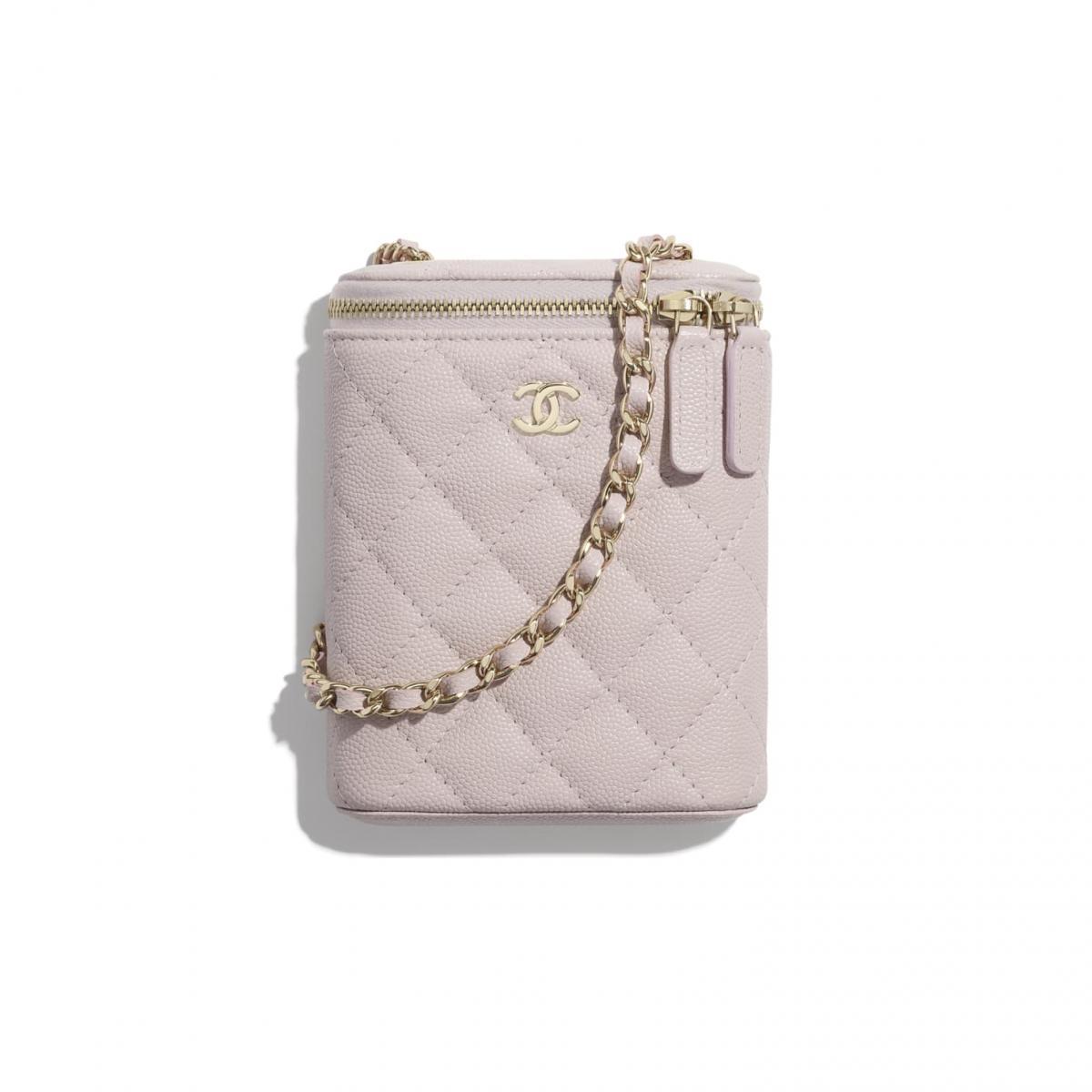 2021年Chanel春夏包包「寶寶粉」推薦這8款!水桶包、圓餅包 、零錢包 .....19口蓋包有錢不一定買的到-4