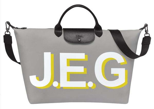 超模Kaia裝帥或優雅風格都靠「灰色」!這8件灰色單品任選一都能讓你時尚度破表-6