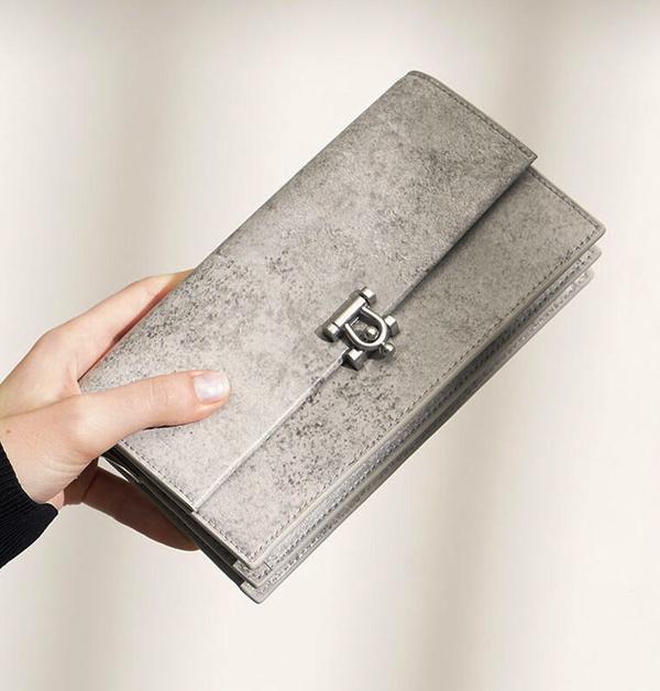 超模Kaia裝帥或優雅風格都靠「灰色」!這8件灰色單品任選一都能讓你時尚度破表-8