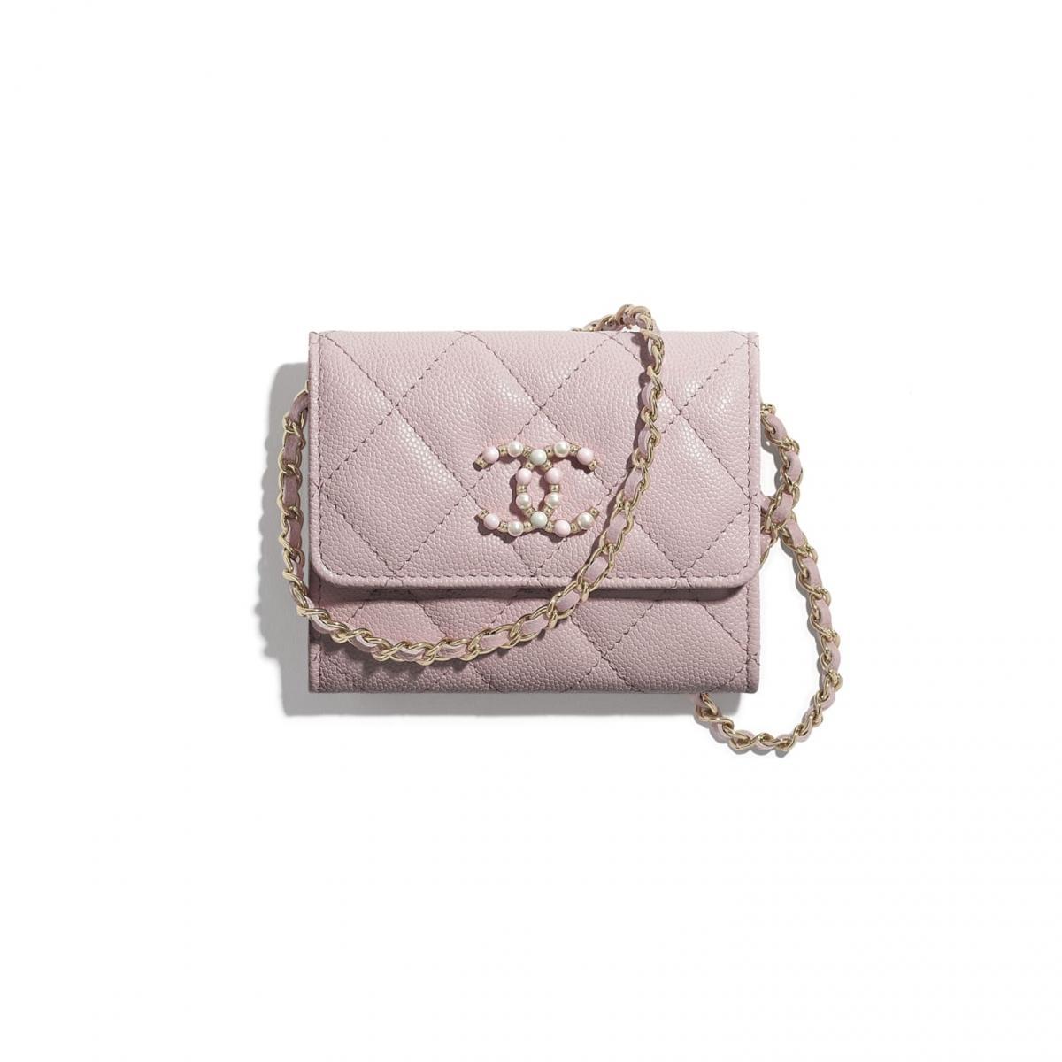 2021年Chanel春夏包包「寶寶粉」推薦這8款!水桶包、圓餅包 、零錢包 .....19口蓋包有錢不一定買的到-6