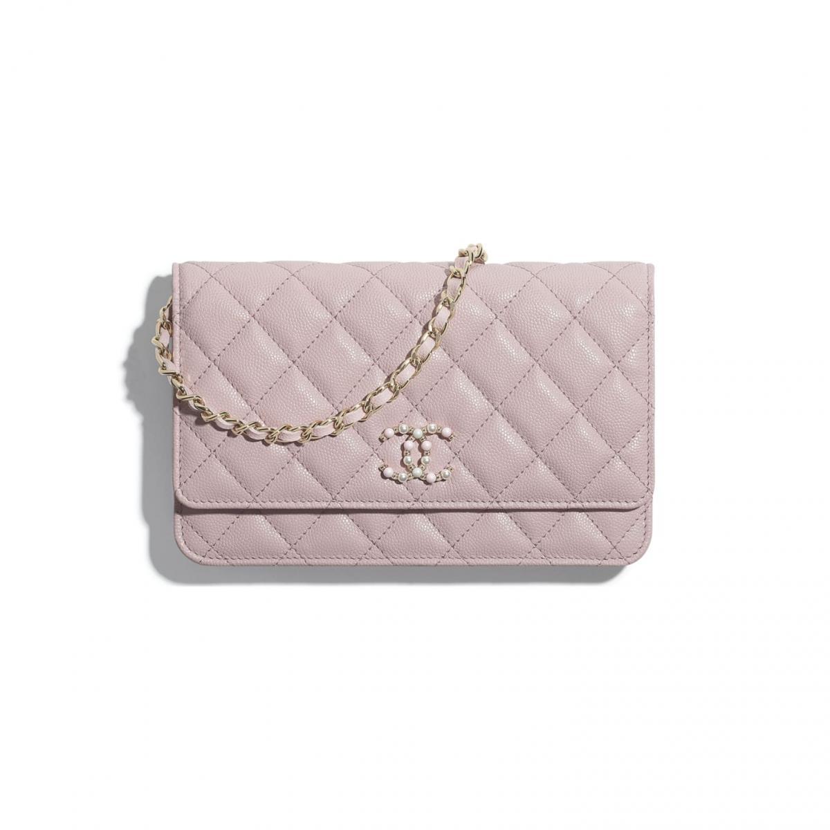 2021年Chanel春夏包包「寶寶粉」推薦這8款!水桶包、圓餅包 、零錢包 .....19口蓋包有錢不一定買的到-7