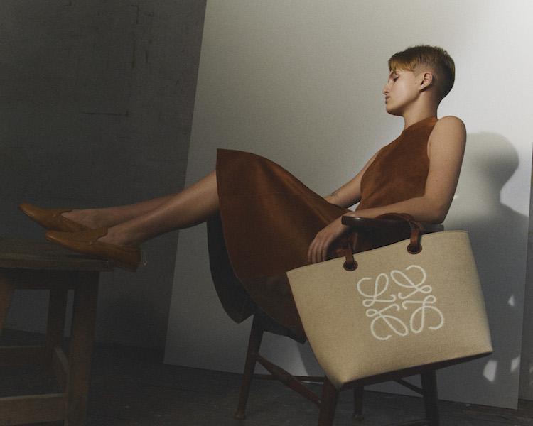 Loewe包包推薦「老花」!50週年推出緹花新系列,狂賣氣球包、吊床包全都換上新裝-1