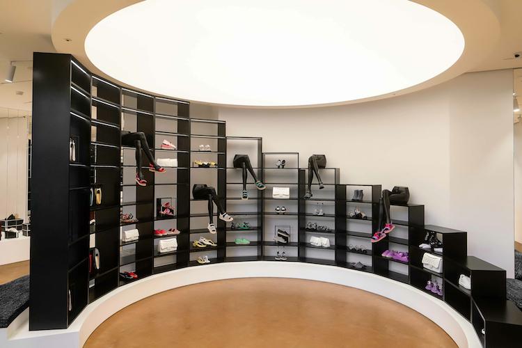 Chanel全球首間鞋店在台灣!還原巴黎康朋街鏡梯設計,灰姑娘終於找到歸屬地-2