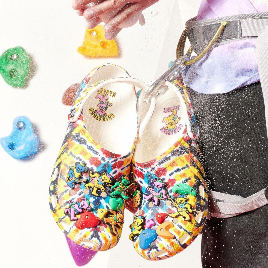 Crocs鞋推薦5樣「內行人精選款」!紫羅蘭色圈粉小賈斯汀,打牌添好運要穿「麻將鞋」-1
