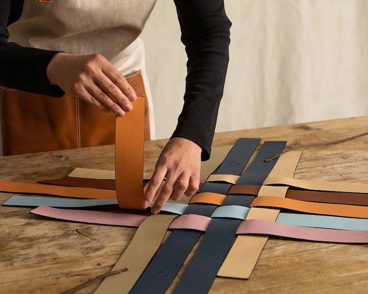 "Loewe包包推薦「Woven Basket」 !多色彩寬版編織包,蘊含環保概念,每一款""都只有一個""!-3"