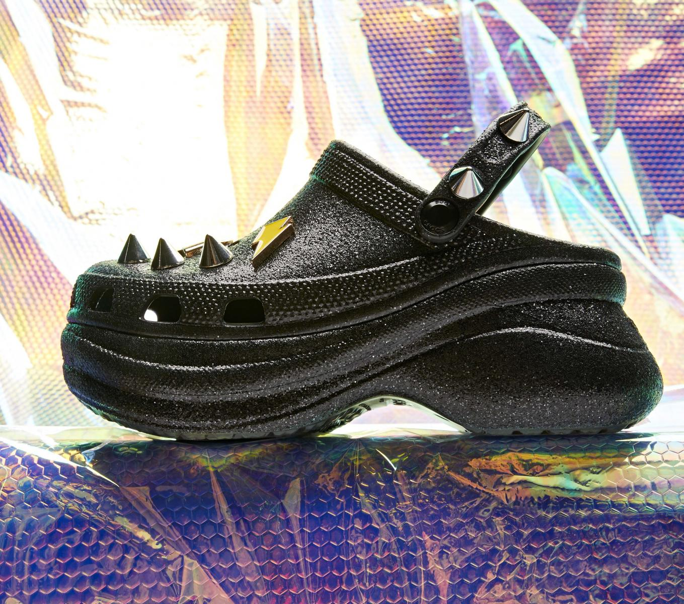 Crocs鞋推薦5樣「內行人精選款」!紫羅蘭色圈粉小賈斯汀,打牌添好運要穿「麻將鞋」-4