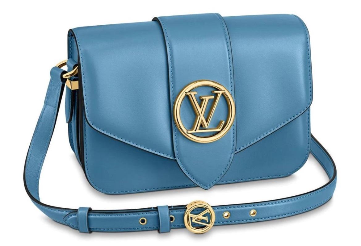 """2020秋冬包包跟著「迷霧藍」走!Chanel、LV、Celine...盤點10款""""全天候""""包款-2"""