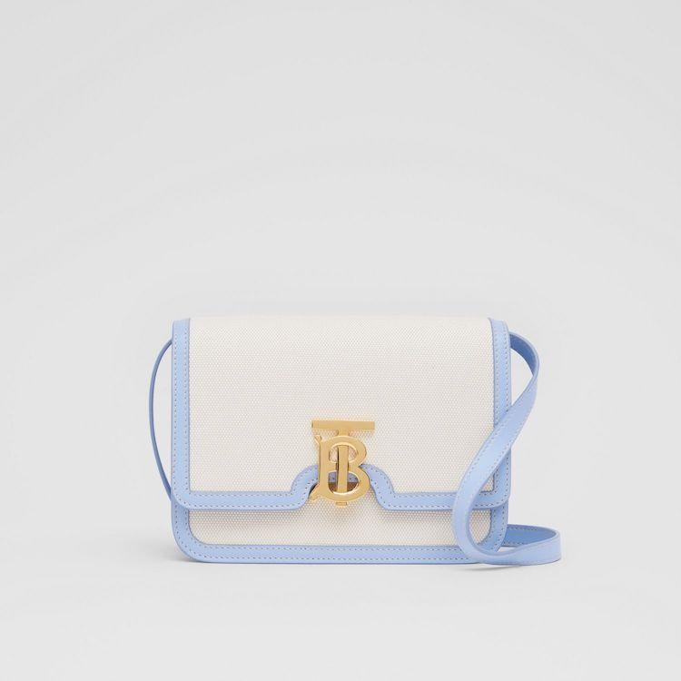 「寶寶藍」色繼續夯!Celine、Gucci到Loewe...10款「寶寶藍」包,讓妳年初拎到年尾!-0