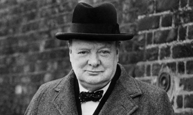最黑暗的時刻,正史中的英國首相溫斯頓邱吉爾