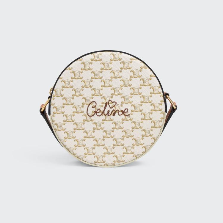 Celine老花包縫上「愛心」更難搶!BLACKPINK Lisa牛仔穿搭配的這款包準備秒殺-5